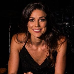 Profª. Drª. Thaís Lopes Nicolau